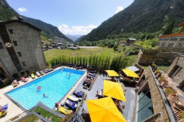 H tel diana parc arinsal france andorre ecotour for Piscine andorre