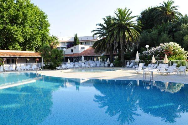 Piscine - Village Vacances Domaine du Mas Blanc Alenya France Languedoc-Roussillon