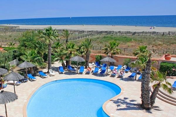 H tel les bulles de mer saint cyprien france languedoc for Camping cassis bord de mer avec piscine