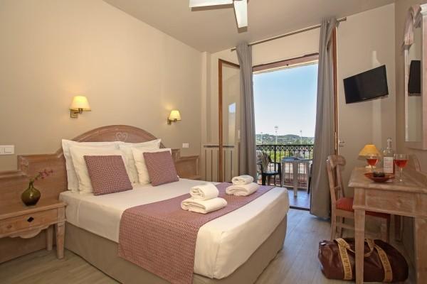 Chambre - Hôtel Le Castel Luberon Vacances ULVF-Chambre standard 3* Luberon France Provence-Cote d Azur