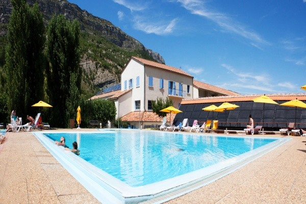 Piscine - Village Vacances Les Lavandes - Chambre Confort Remuzat France Rhone-Alpes