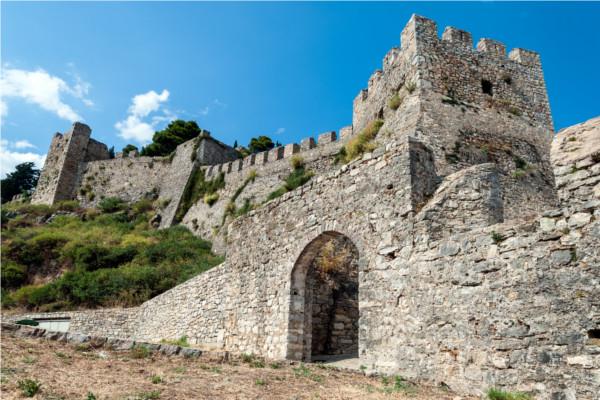 Monument - Afroditi 2* Araxos Grece