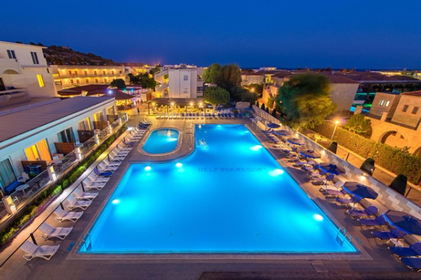 Piscine - Hôtel Delfinia Resort 4*