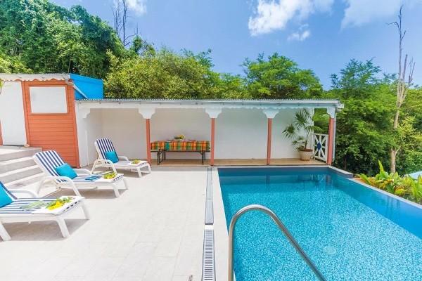 Piscine - Hôtel Alamanda Jaune Pointe A Pitre Guadeloupe