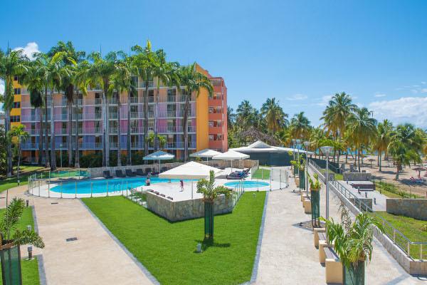 Piscine - Hôtel Karibea Beach Hôtel 3* Pointe A Pitre Guadeloupe