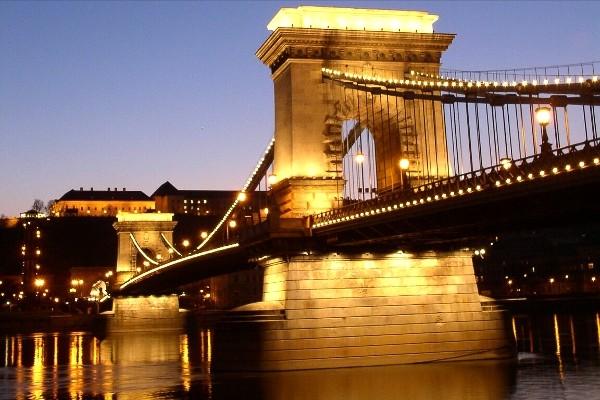 Monument - Hôtel Marché de Noel à Budapest 4* Budapest Hongrie