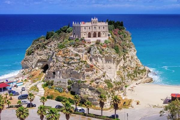 Monument - Hôtel Club Esse Sunbeach Resort 4* Lamezia Terme Italie