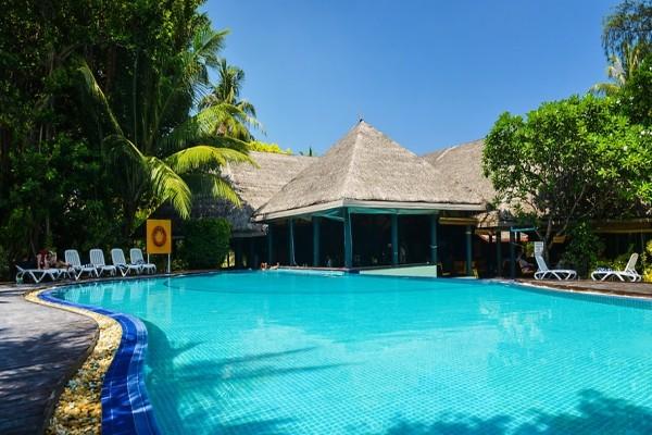 Piscine - Hôtel Adaaran Select Hudhuranfushi 4* Male Maldives