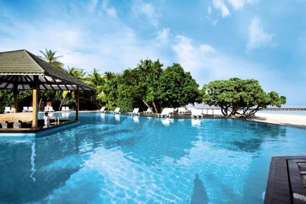 Piscine - Hôtel Adaaran Select Meedhupparu Resort 4* Male Maldives
