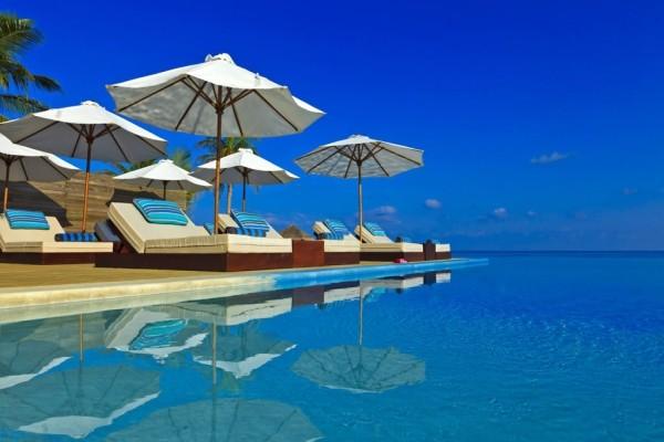 Piscine - Hôtel Velassaru Maldives 5* Male Maldives