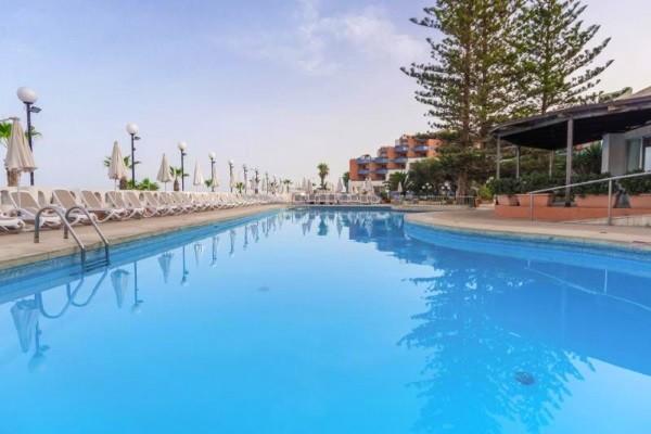 Piscine - Hôtel Dolmen Resort & Spa 4*