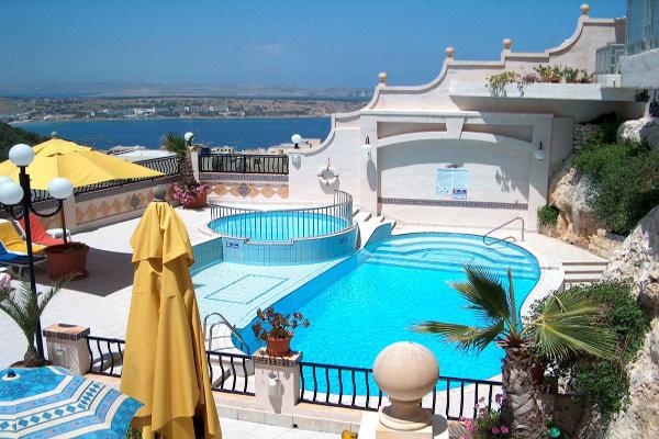 Piscine - Pergola Hôtel & Spa 4* La Valette Malte