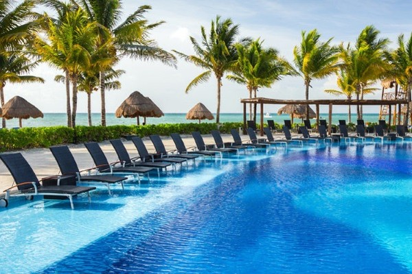 Piscine - Club Coralia BlueBay Grand Esmeralda 4* Cancun Mexique
