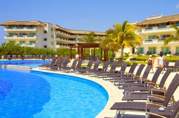 Piscine - Club Coralia BlueBay Grand Esmeralda 4* Cancun Mexique