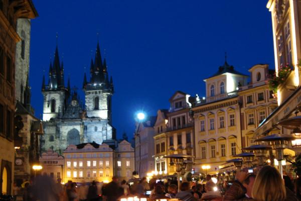 Cathédrale vue de nuit - copyright Fotolia