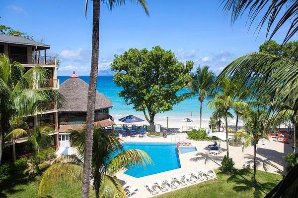 Piscine - Hôtel Coral Strand Smart Choice 4* Mahe Seychelles