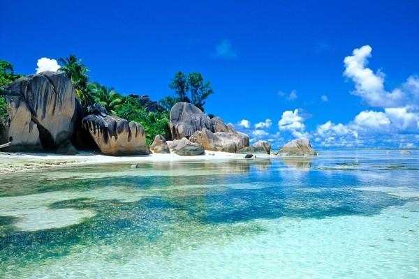 Plage sur l'ile de Pralin - Le Relax Beach Resort