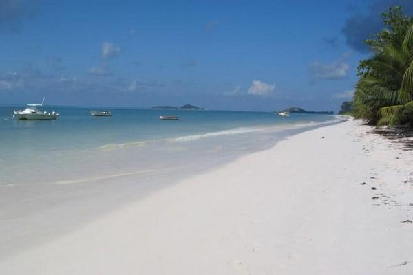 Plage - Hôtel Villa de Mer 3* Praslin Seychelles