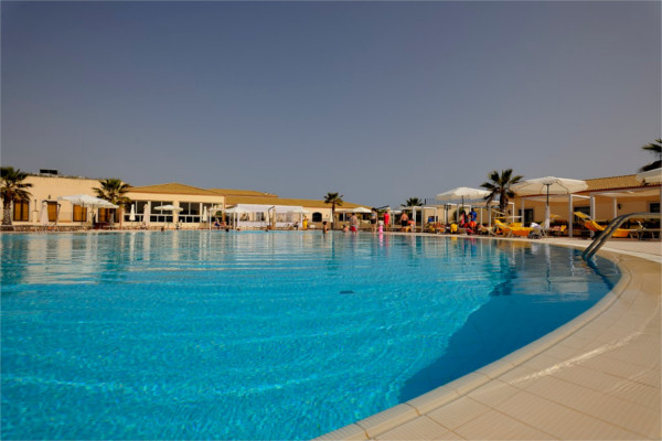 H tel sikania resort and spa sicile catane italie ecotour for Club piscine shawinigan sud