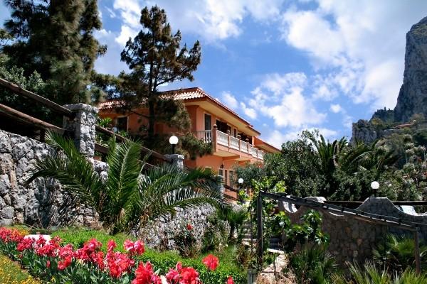 Facade - Résidence hôtelière Baia d'Oro 3* + location de voiture Palerme Sicile et Italie du Sud