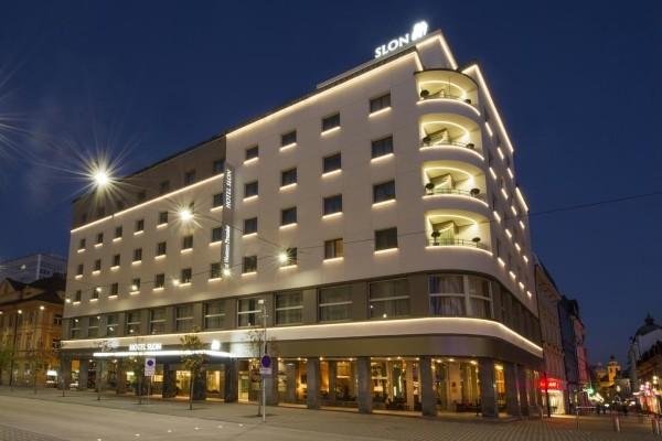 Facade - Hôtel Slon 4*