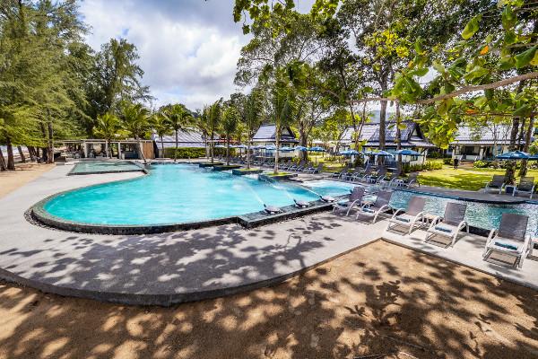 Piscine - Hôtel Maxi Club Emerald Khao Lak Beach Resort & Spa 4*