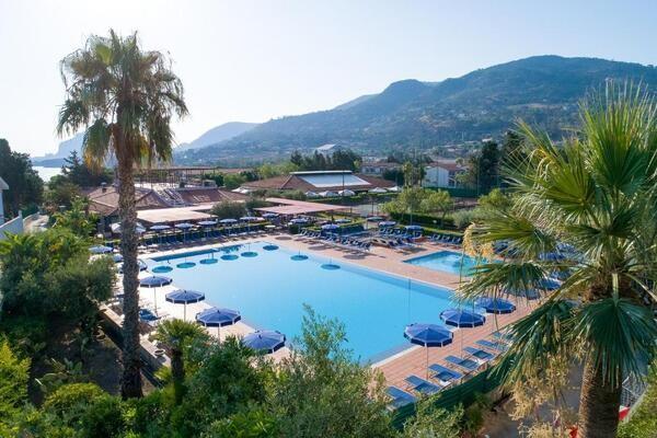 Hôtel Cefalu Resort Sporting Club ****